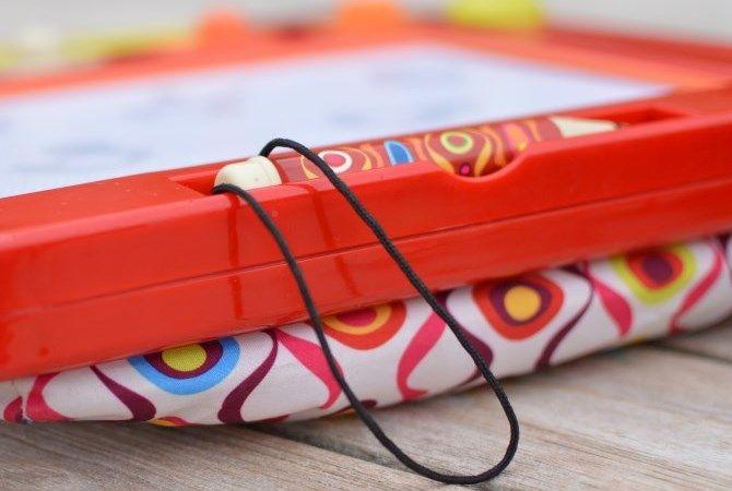 Toulouse-Laptrec. Une ardoise magique spécialement conçue pour les plus petits. Grâce à son coussin intégré, elle s'utilise partout. #ToulouseLaptrec #BToys
