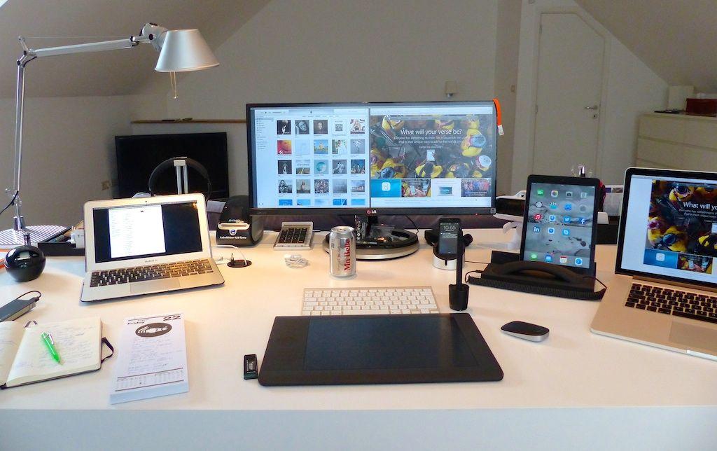 Mac Setups The Desk Of A Creative Services Managing Director