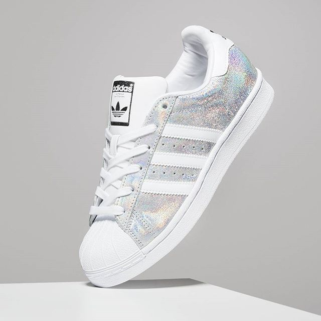 Jd Sports Nederland On Instagram Disco Kicks Deze Adidasoriginals Superstar Shine Voor Dames Is Net Binnen Verkrijgbaar Onlin Zapatos Lindos Zapatos Ropa