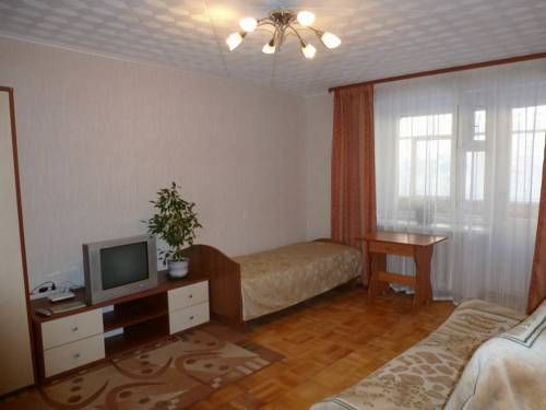 Nekrasova 31 Yaroslavl Set in Yaroslavl, this apartment features free WiFi. The unit is 1.2 km from Church of Ilya the Prophet.  A microwave, a fridge and a stovetop can be found in the kitchen. Towels and bed linen are offered in this self-catering accommodation.