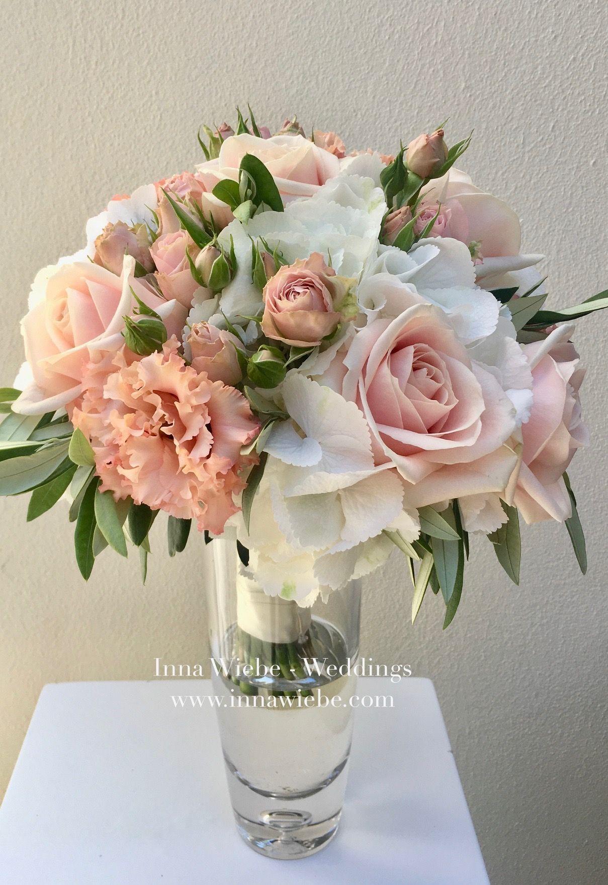Luftiger Braustrauss Veredelte Mit Olive Und Leichten Farben Brautstrauss Bridalbouquet Bride Flowers Blumenstrauss W Wedding Flowers Wedding Wedding Styles