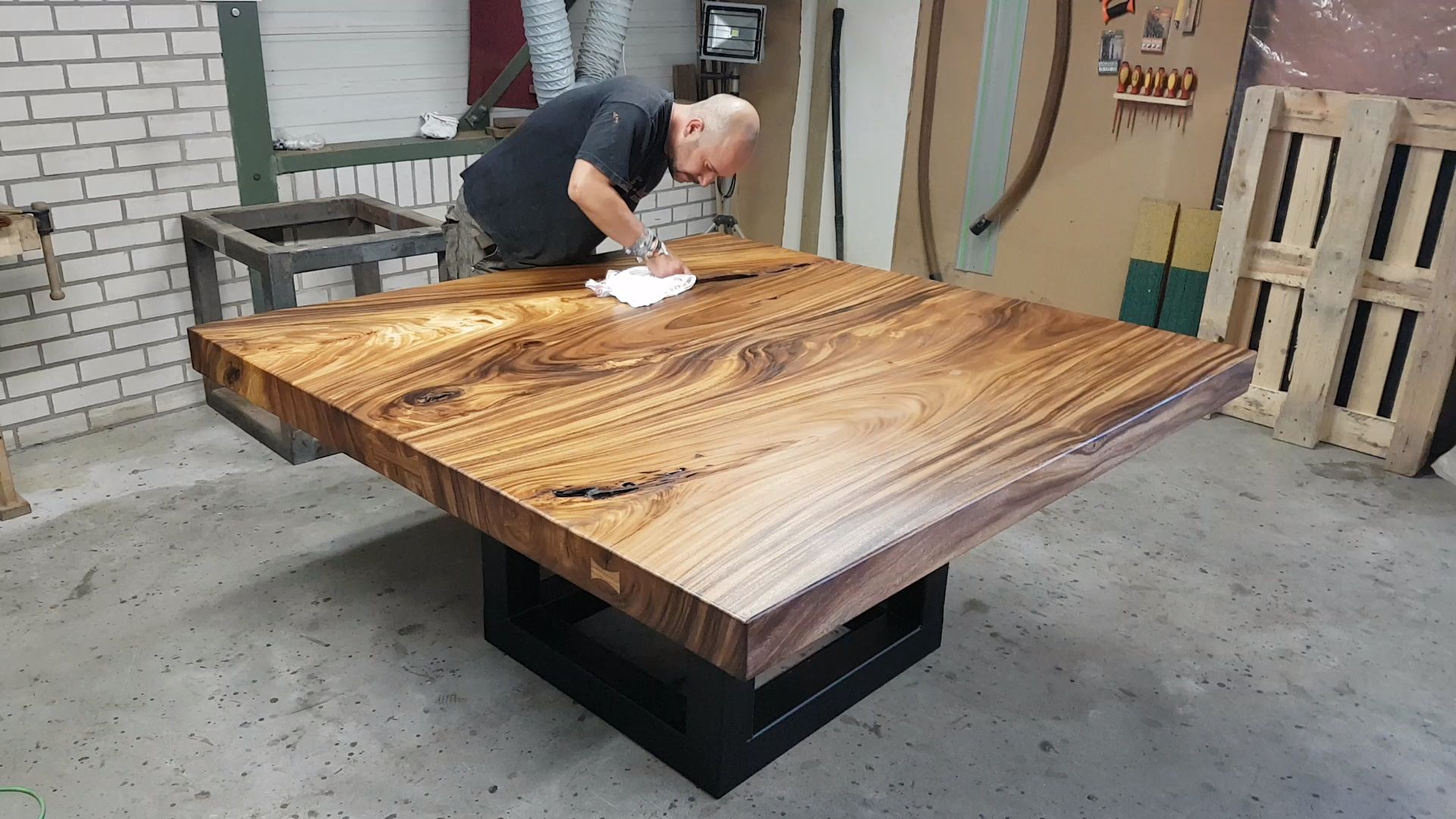Photo of XYLEIA | Tree slab table finished with oil | Boomstamtafel a…