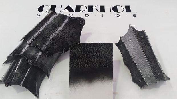 Jak na plátu kůže vytvoři t kovový vzhled - Picture of Hammered Iron