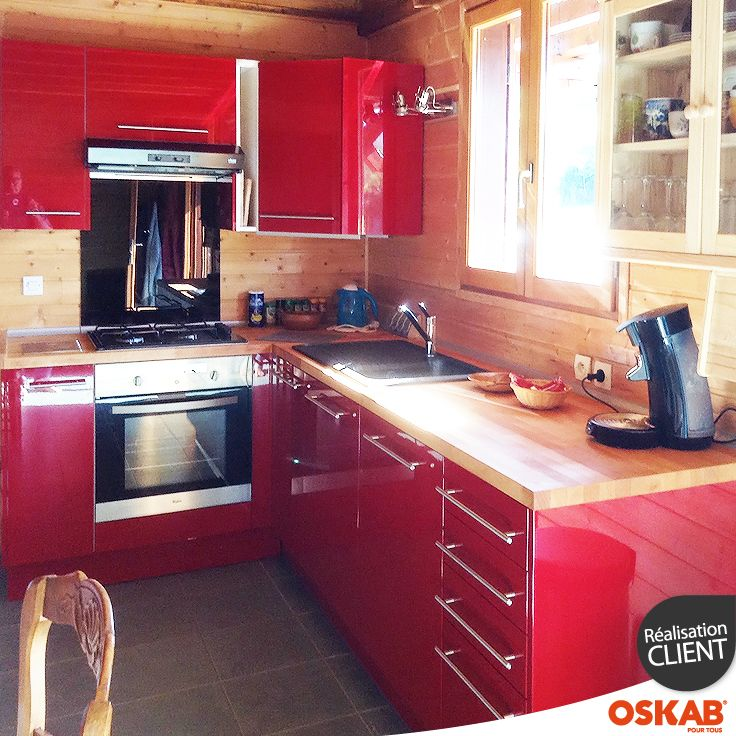 Cuisine rustique moderne rouge brillante et bois en l kitchenette mini kitchen and kitchens - Cuisine rustique moderne ...