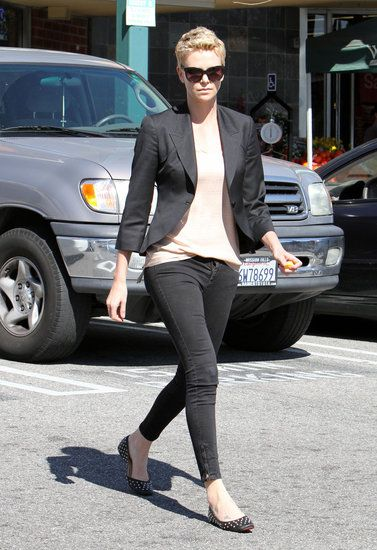 Charlize Theron looks casually gorgeous! Do you think she's really dating Seth MacFarlane? See pics of her and Jackson here.