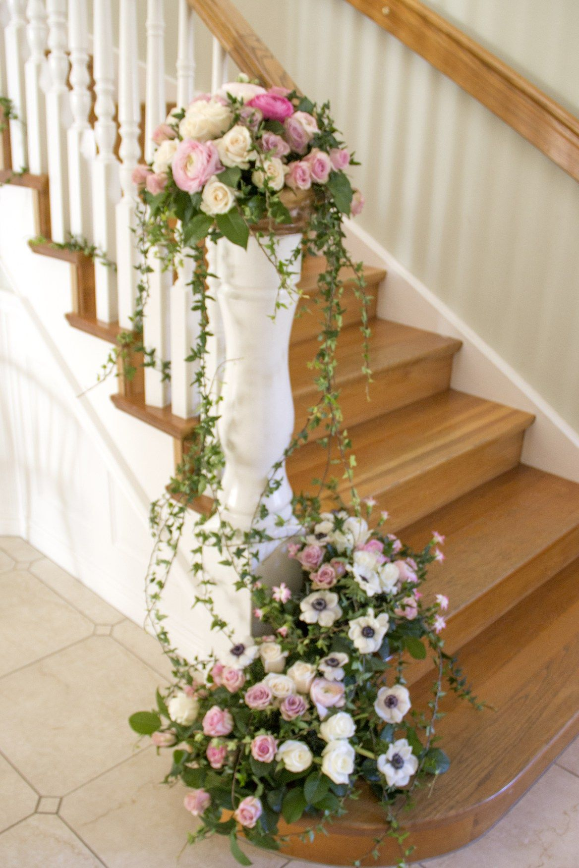 e9b1652f845c dekoration trappa blomsterdekoration trappa murgröna ivy wedding decoration  flowers staircase vintage