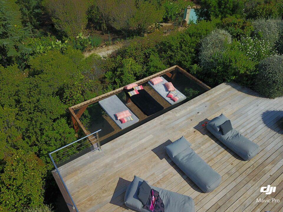 un sunbed sur mesure pour votre ext rieur un filet suspendu en ext rieur pour un coin d tente. Black Bedroom Furniture Sets. Home Design Ideas