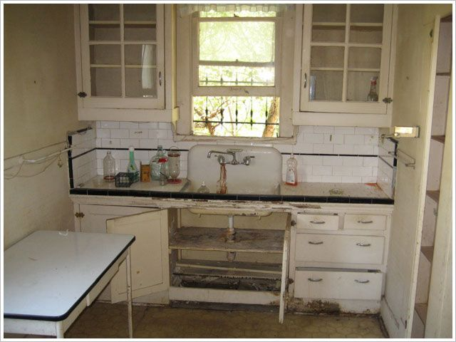 1920 Farmhouse Kitchen
