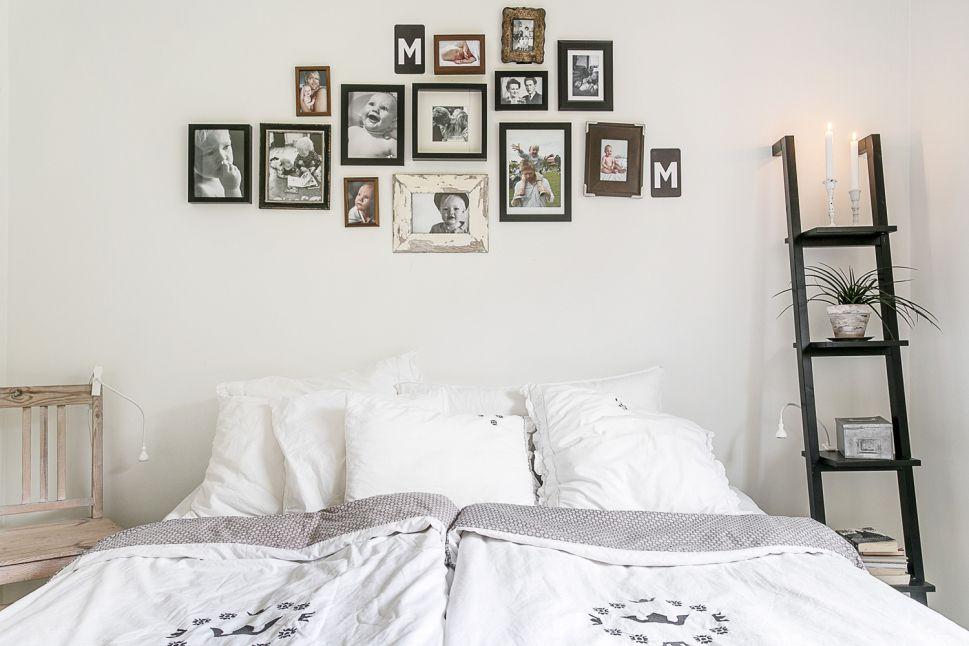 Regarder les photos au dessus du lit Que des photos de famille