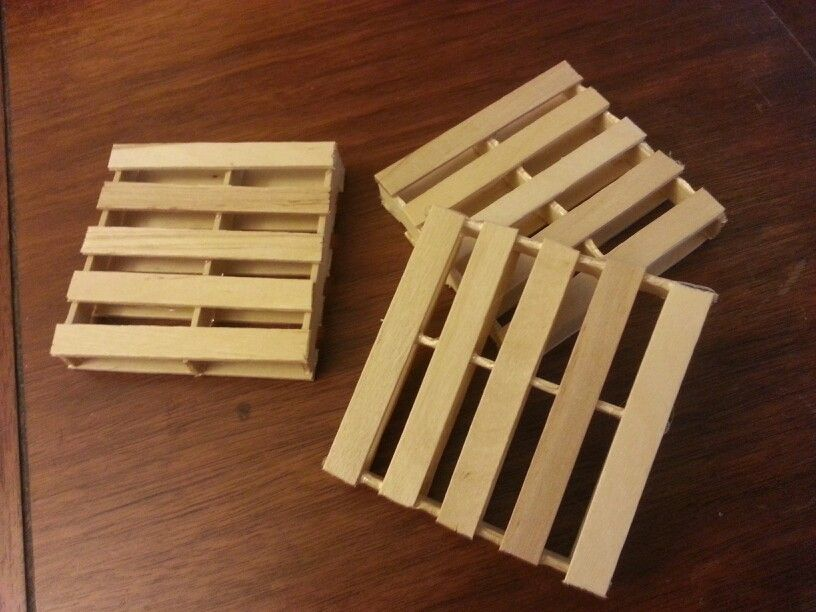 Mini pallet coasters out of popsicle sticks crafts that for Crafts made out of pallets