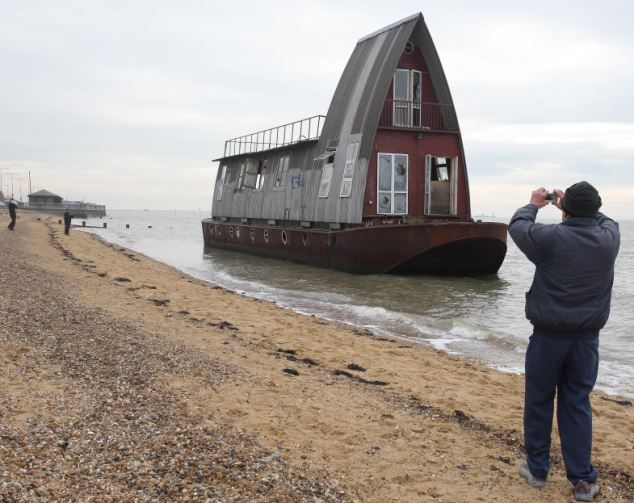 The Not So Grand Design Barge Given 80 000 Makeover On C4 Show
