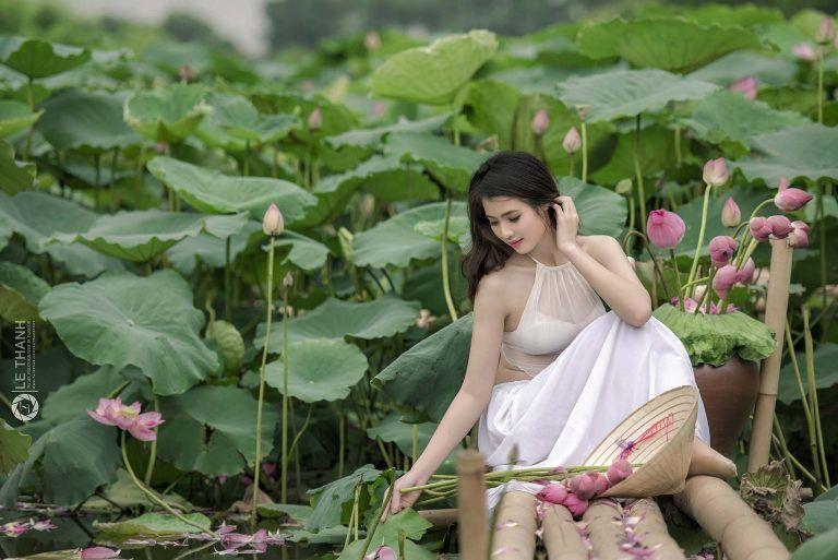 Người đẹp Thùy Trang duyên dáng trong bộ ảnh SUNHI LOTUS