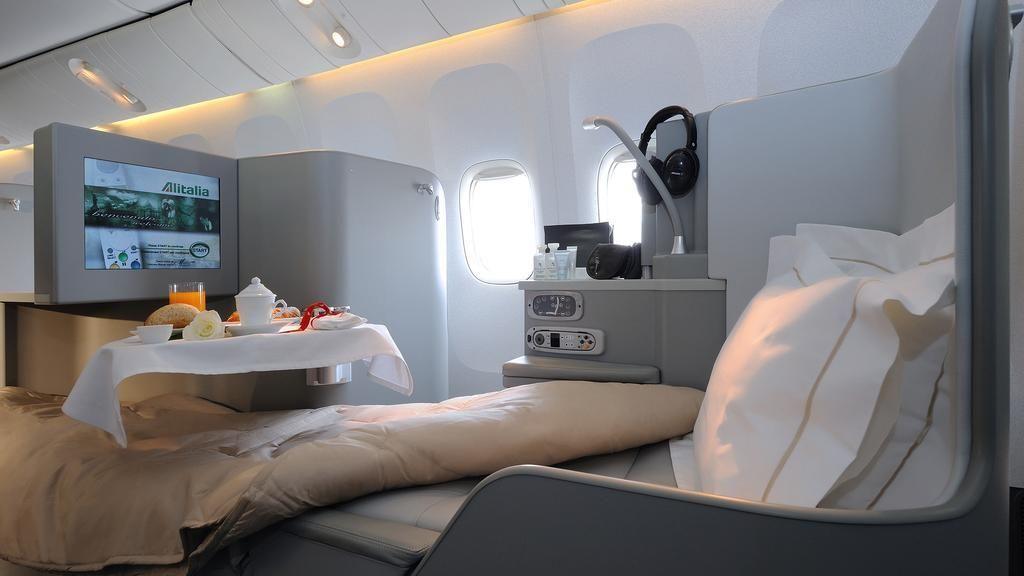 Alitalia magnifica business class seat business class