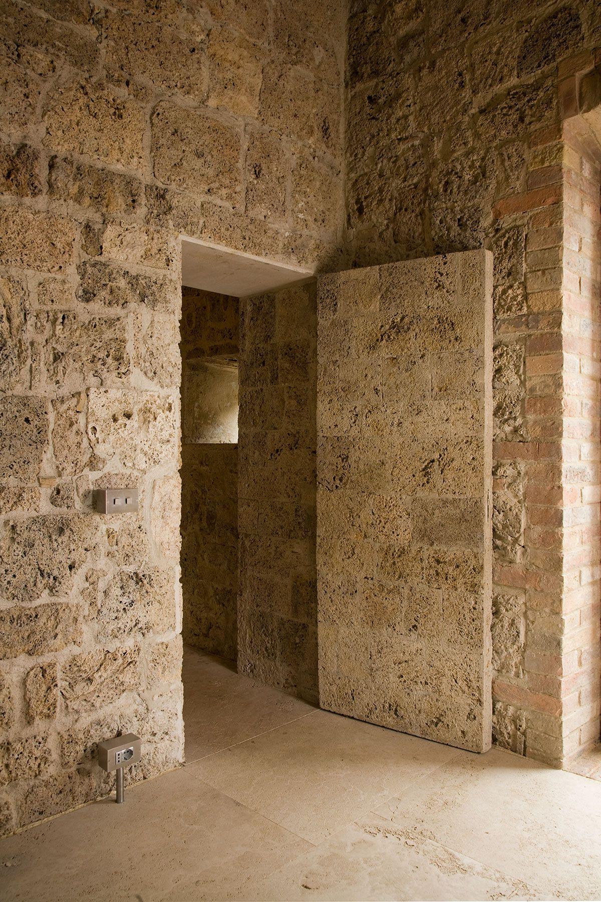 Vaselli spirito pietra villa sarteano arch details doors