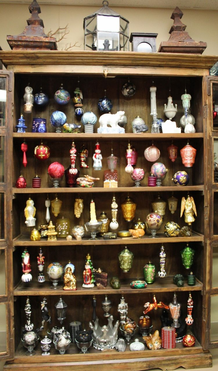 Christmas ornament display case - Ornaments