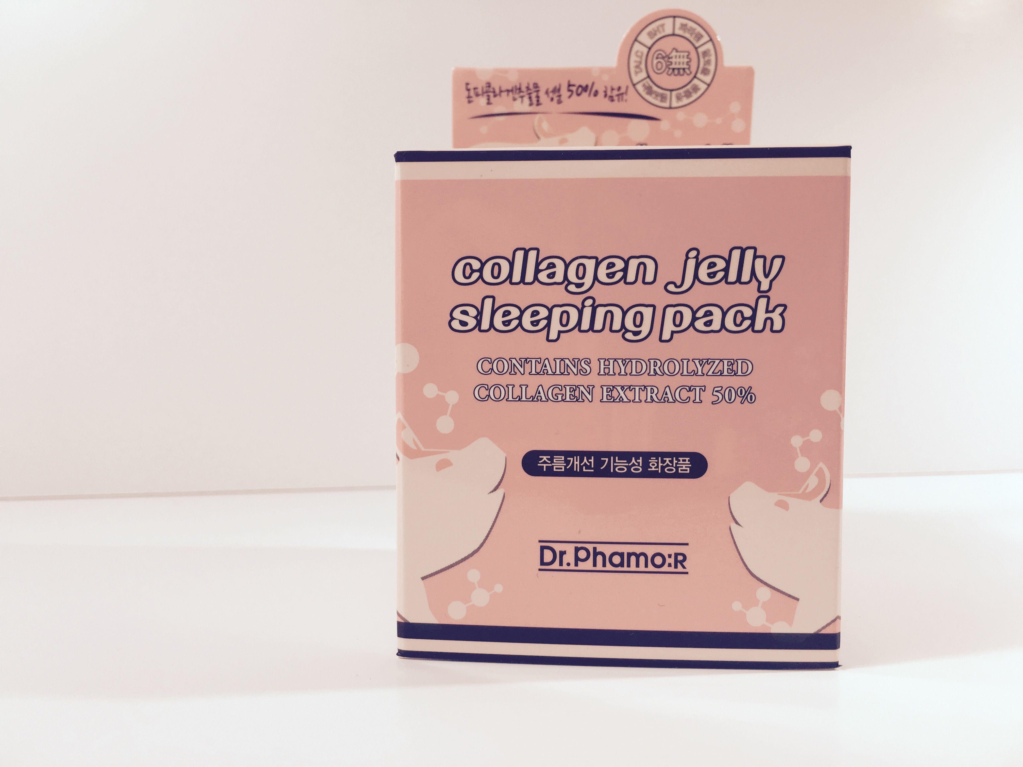 Das Collagen Jelly Sleeping Pack, weil Overnight-Masken (Sleeping Packs) auch in Korea erfunden wurden und ich eine davon mitnehmen musste. Sieht aus wie Pudding, ist aber eine straffende und Falten vermindernde Schlafmaske mit Kollagen. Ich freue mich schon auf unsere erste Nacht.