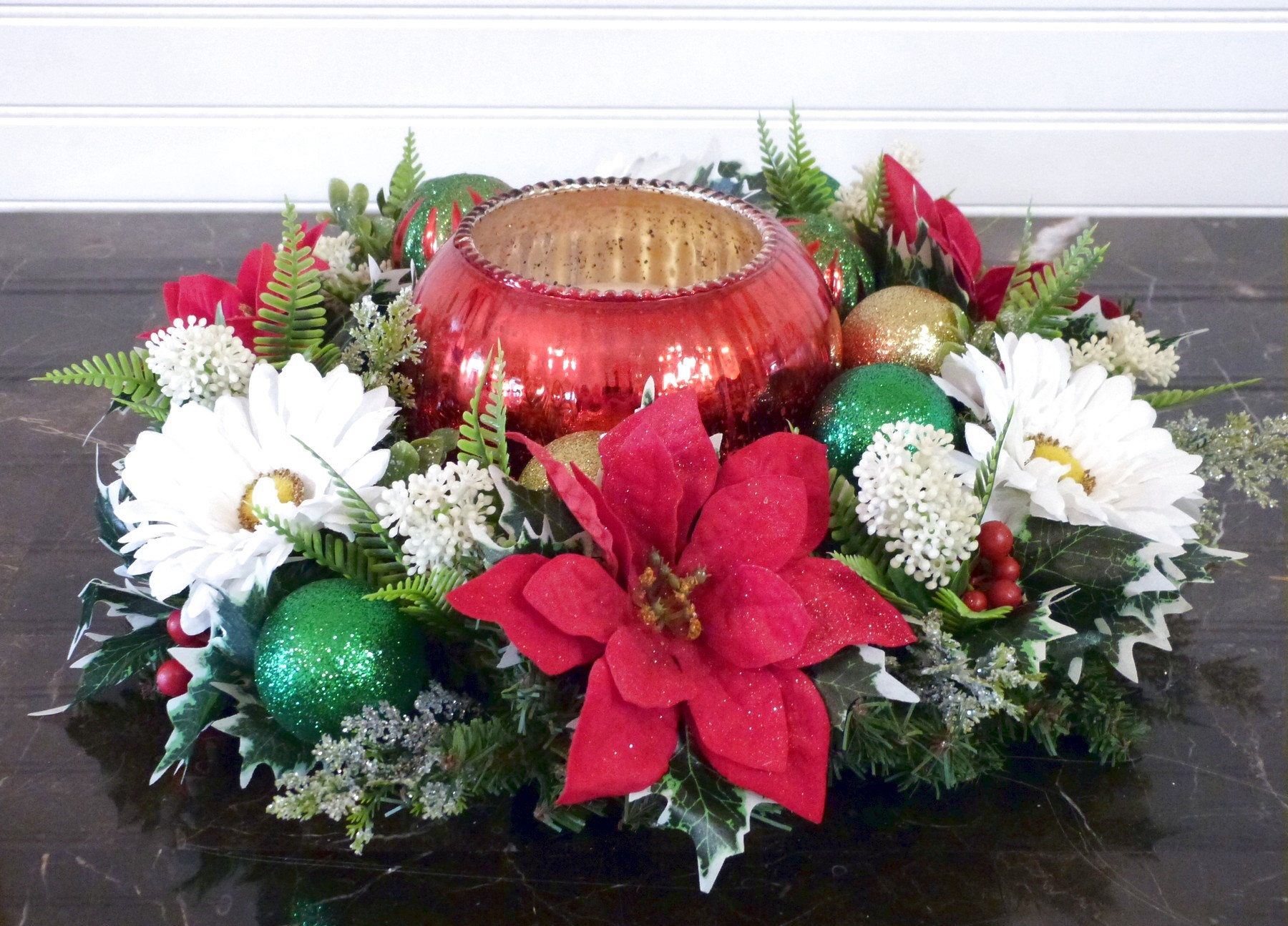 Christmas Candle Ring with Ornaments, Poinsettia Table ...