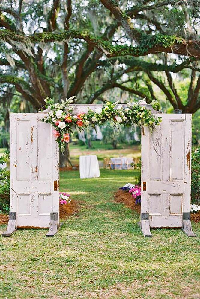 30 rustic old door wedding decoration ideas pinterest for Wedding door decorating ideas