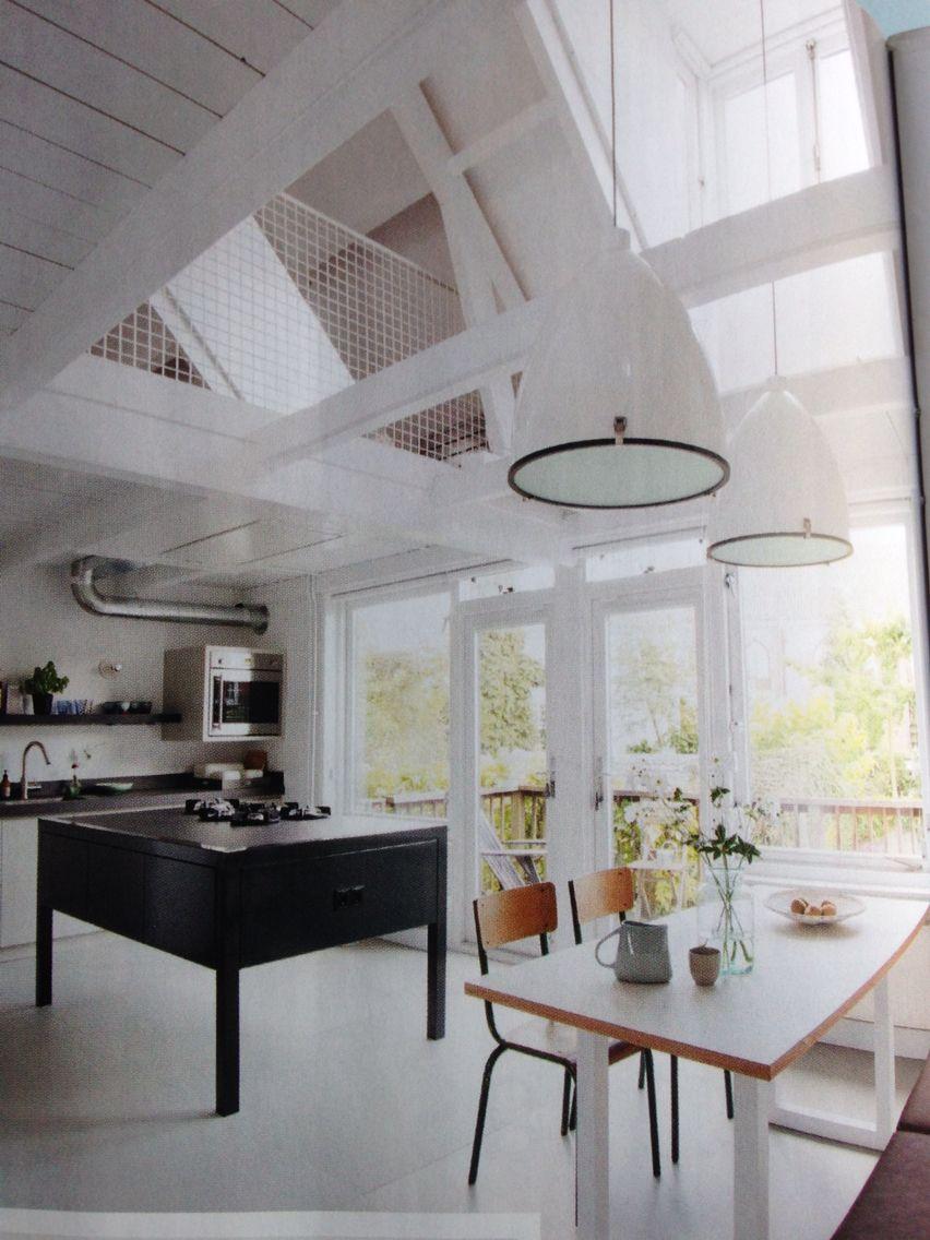 De woonkamer ruimtelijker maken door boven een kamer te vervangen ...