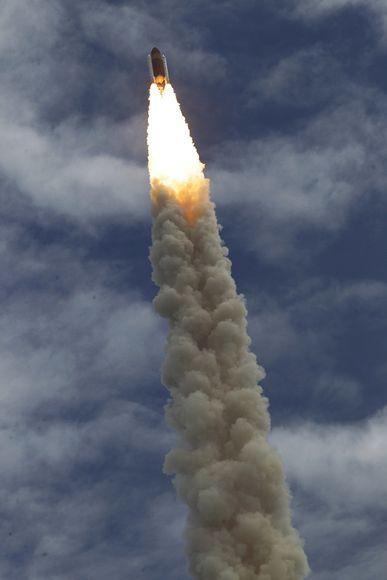 Shuttle S Pillars Of Flame Space Shuttle Sky Watch Shuttling