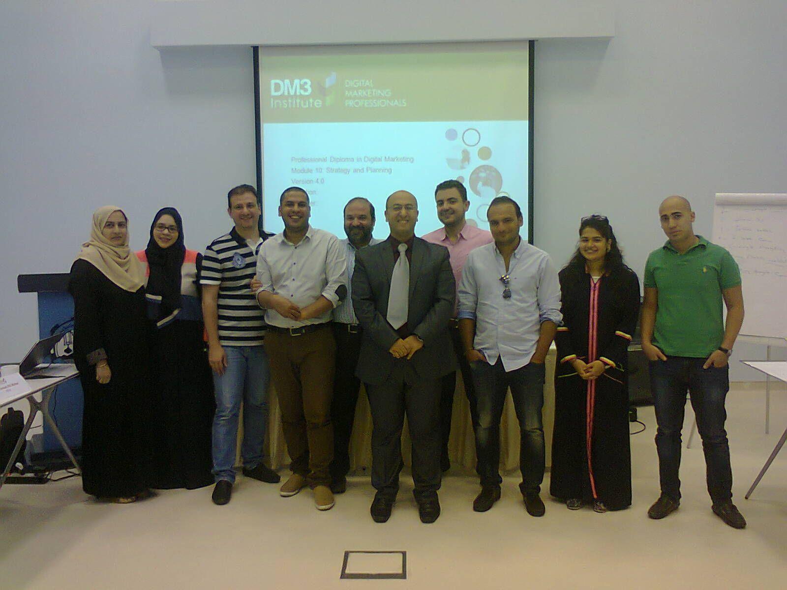 دورتي الأخيره في الغرفة التجارية بجدة وبالتعاون مع معهد التسويق الرقمي علي تدريب 12 موظف من عدة شركات My Latest Course In Jeddah Talk Show Photo Art Com