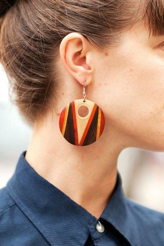 Earthy earrings –more street-spotted accessories after the jump!