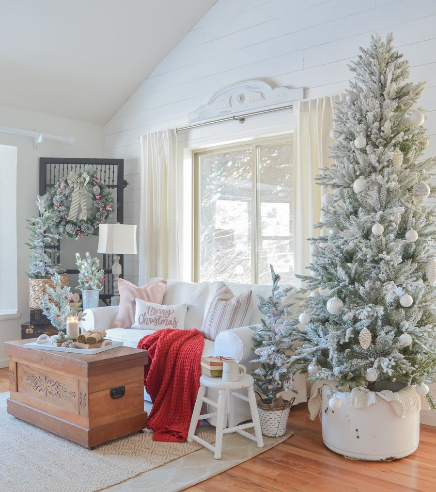 Cozy And Bright Living Room: Christmas In The Living Room. Cozy And Bright Living Room