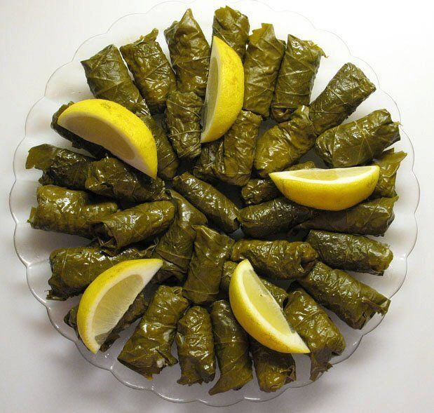 ورق عنب المقادير علبة ورق عنب نصف كيلو لحم مفروم نصف كيلو أرز مصري نصف كوب زيت ملعقة ملح ملعقة صغيرة ف Grape Leaves Recipe Stuffed Grape Leaves Syrian Food