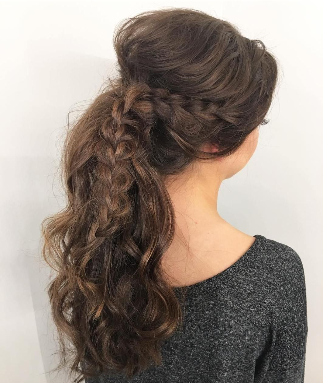 30 Eye-Catching Ways to Style Curly and Wavy Ponytails | Wavy ponytail, Messy ponytail, Long ...
