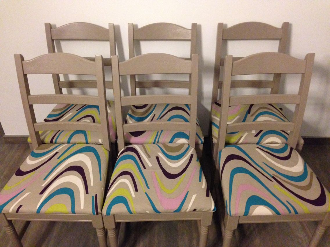 De stoelen van de eetkamer kregen een nieuwe look lang leve de