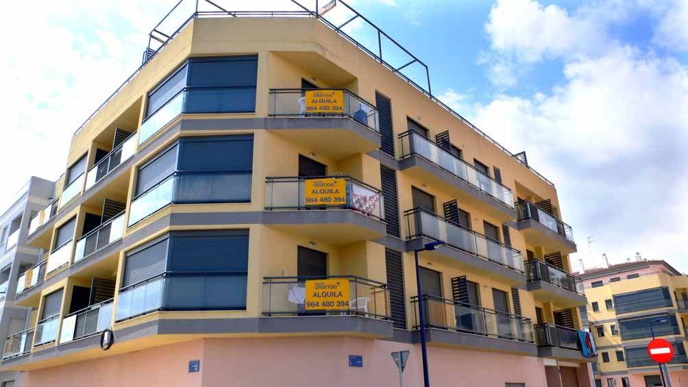 Apartamentos los azahares viajes orange a 400m de la for Comedor completo a la meta