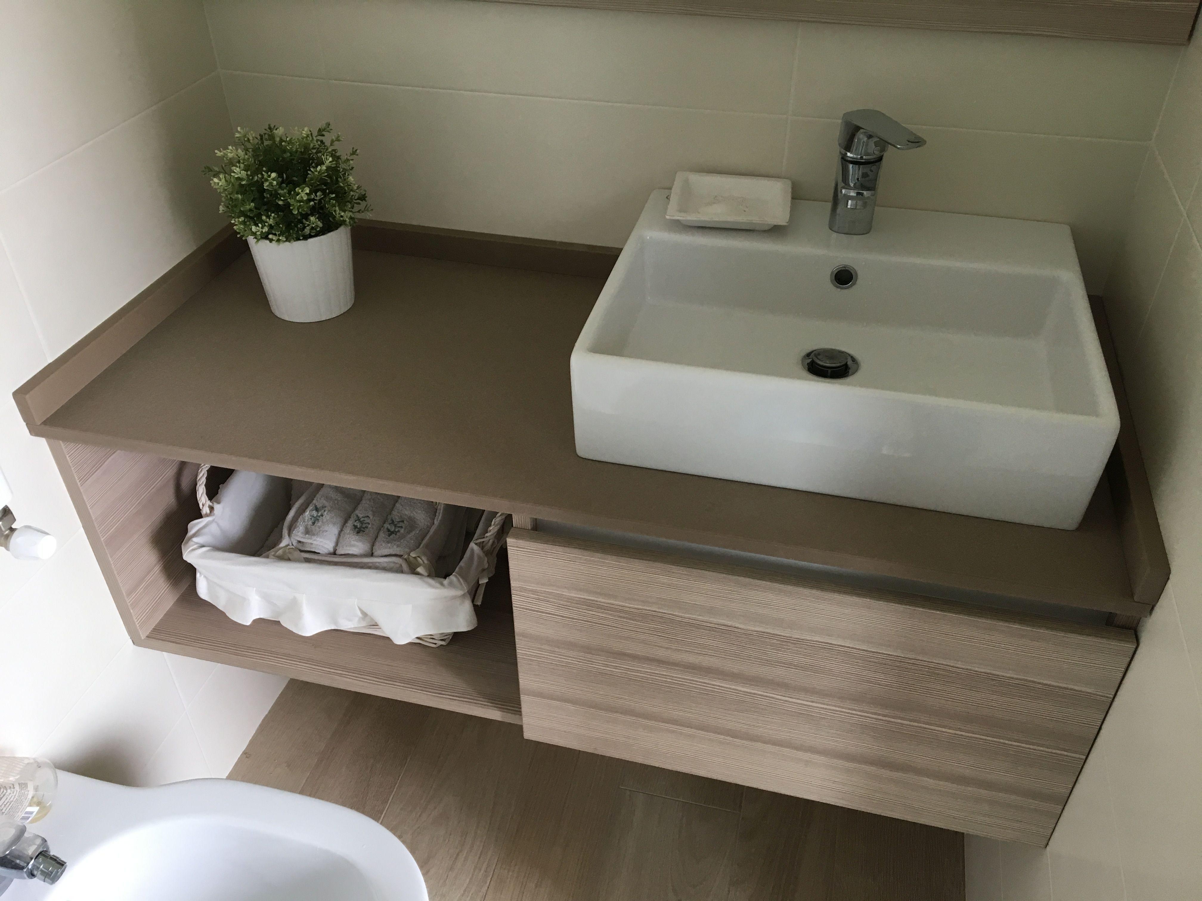 Mobile per bagno sospeso in laminato, top in quarzo ...