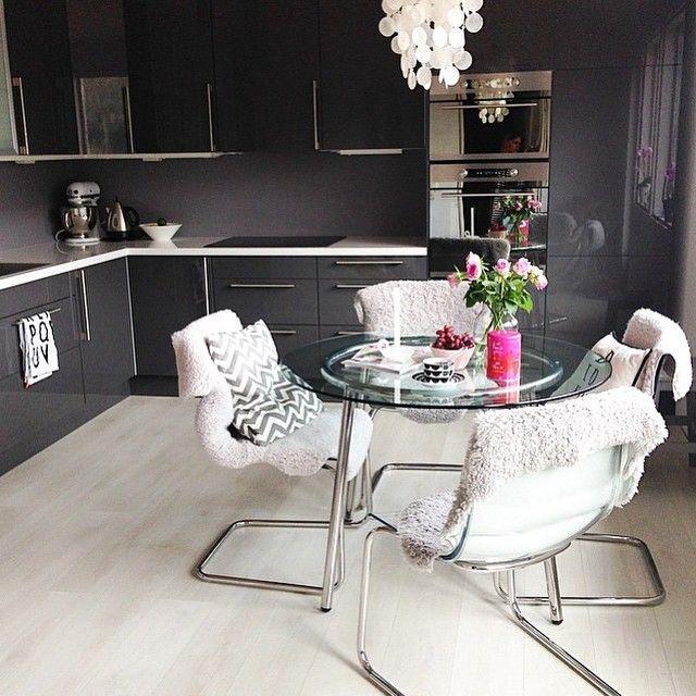 Eat in kitchen :: Soo stylish  Credit: @regineforsund