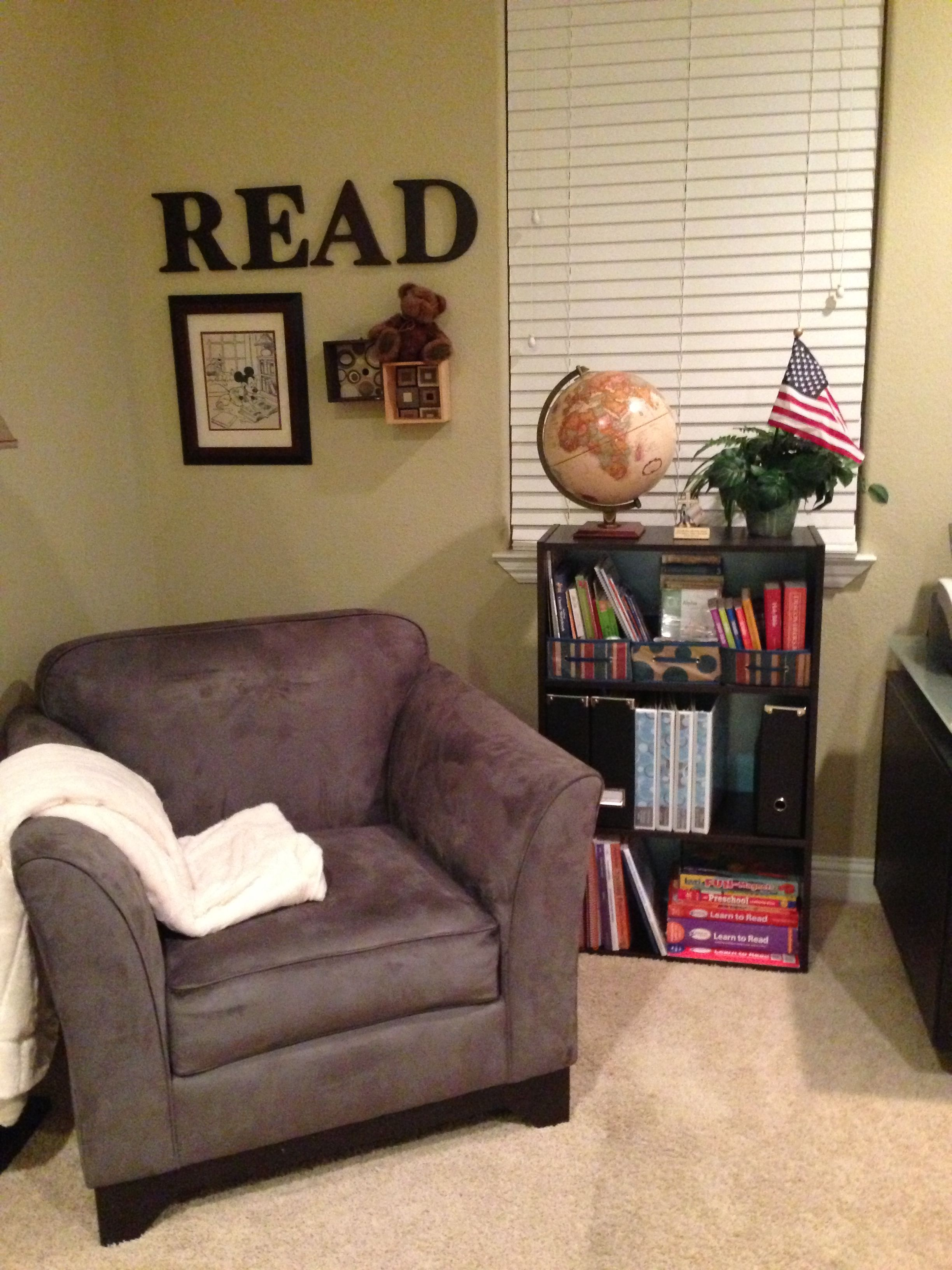 Living Room Chairs For Short People Ideas With Light Grey Sofa Love The Chair Perfect Like Me But This Reading Spot Needs A Little More Nook