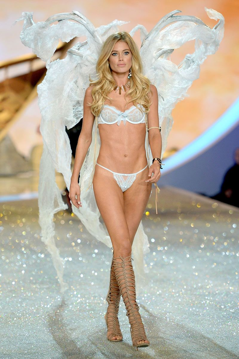 522d6b51ab Victoria s Secret Fashion Show 2013 - Doutzen Kroes