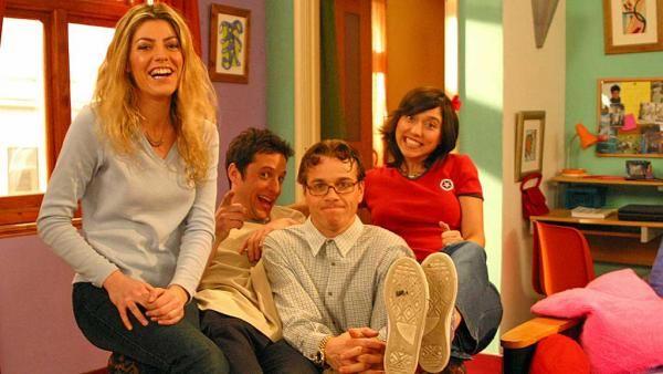 Extra An educational Spanish comedy drama   Teachers tv, Drama tv ...