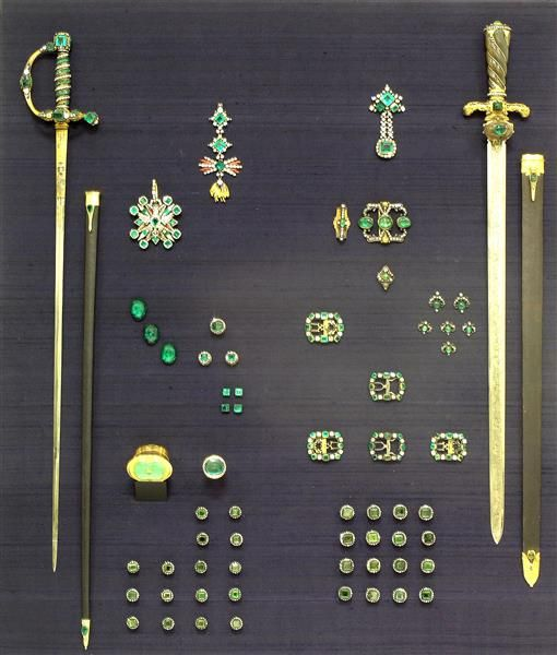 The Full Extent Of The Emerald Set Made By Georg Christoph Dinglinger 1668 1746 For King August The Strong Historis Grunes Gewolbe Silberschmieden Smaragd