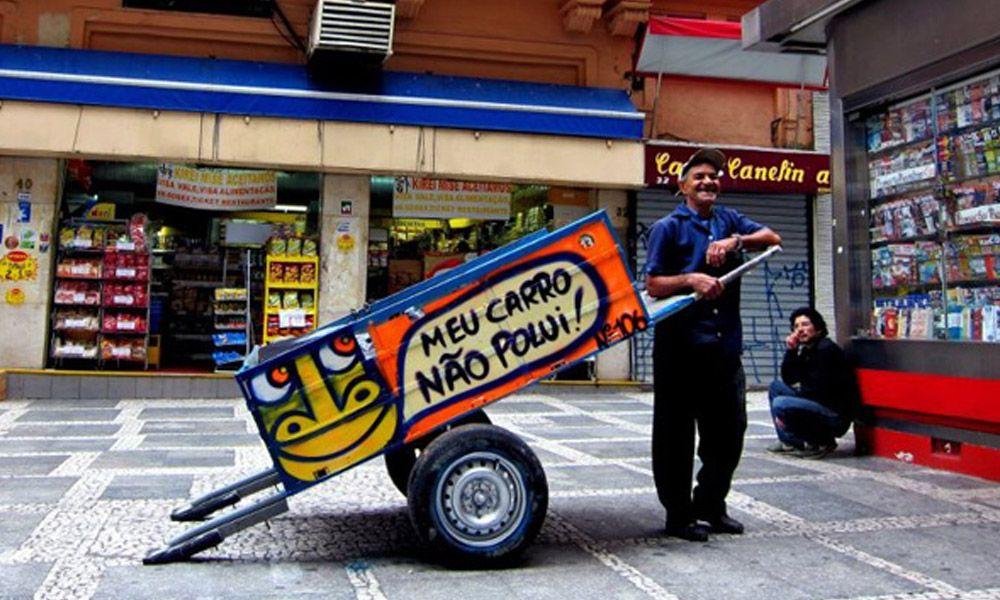 """""""Pimp my carroça"""" – uma paródia dos programas de TV que tunam carros."""