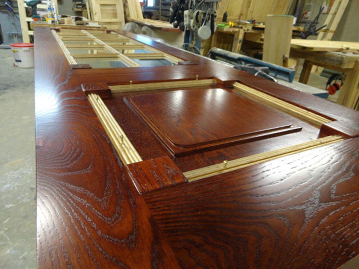 Puertas en madera de roble macizo y acabadas en tono caoba - Sofas antiguos de madera ...