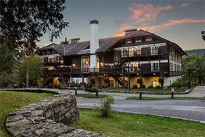 Lake Mcdonald Lodge >> Lake Mcdonald Lodge On The West Side Of Glacier National Park