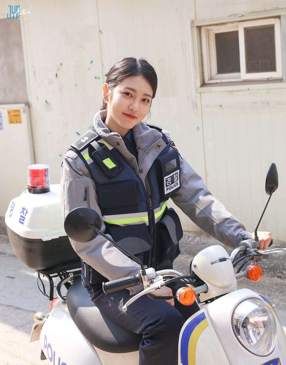 신예은] 이렇게 예쁜 경찰은 처음! '사이코메트리 그녀석' 촬영 비하인드! : 네이버 포스트 | 포즈, 배우, 여배우