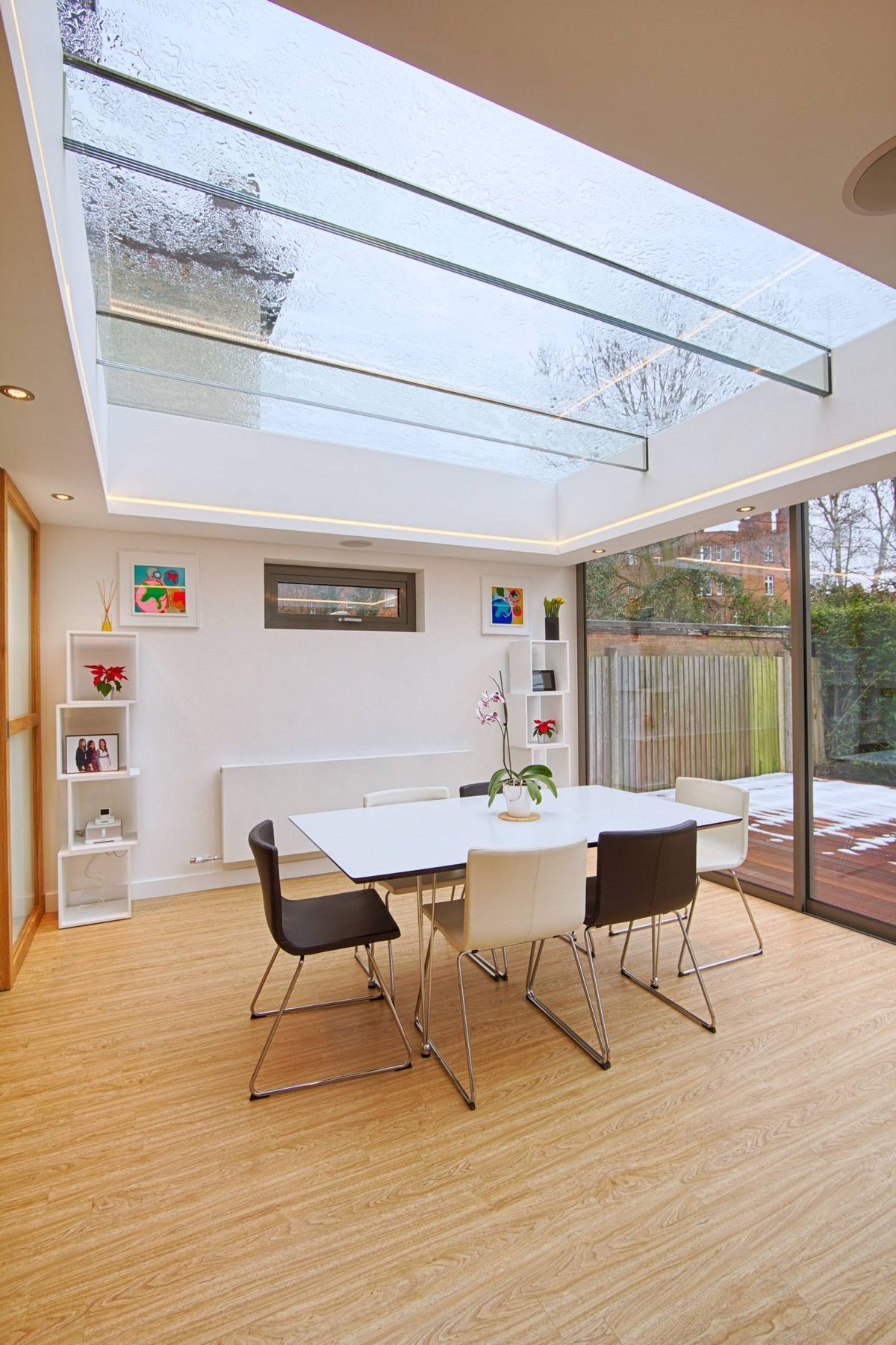 Indoor Skylights 37 Beautiful Examples To Tempt You To Have One For Yourself Skylight Design House Design Dining Room Furniture Modern