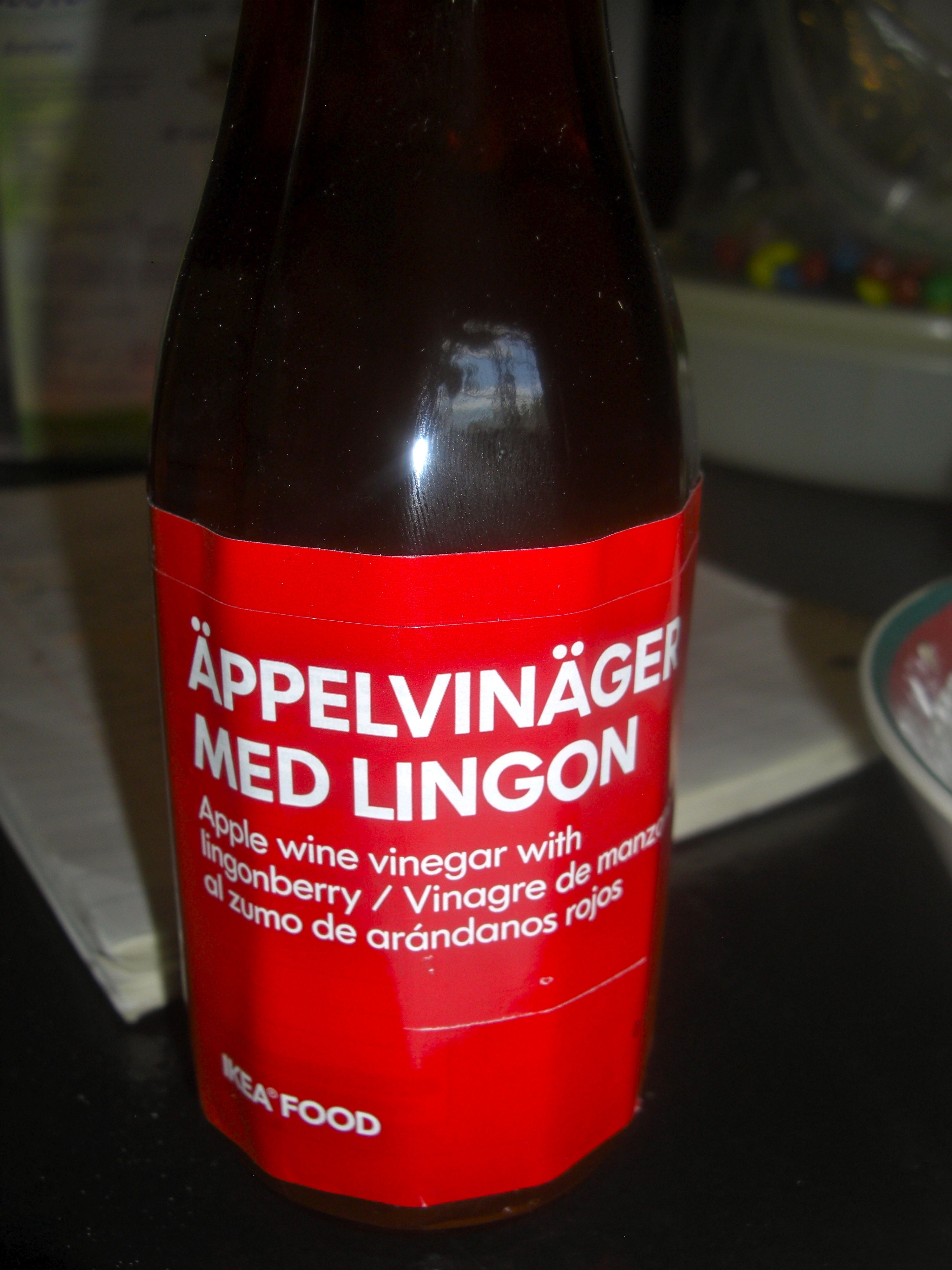 Appelvinager Med Lingon Apple Vinegar With Lingonberries Apple Wine Vinegar Apple Recipes