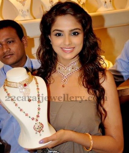 Jewellery Designs: Asmita Sood at Jos Alukkas