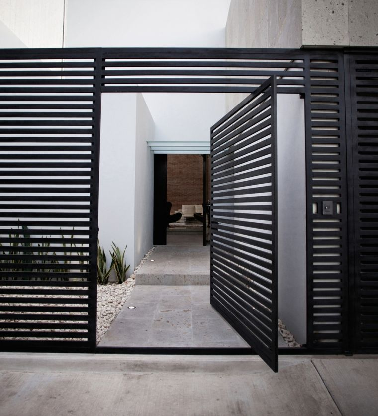 Porte d 39 entr e pivotante et l gante en 31 id es constructions outdoor portail maison porte - Porte d entree coulissante ...