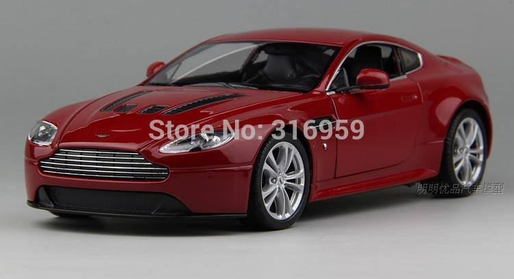 259.00$  Buy now - http://alidun.worldwells.pw/go.php?t=32319303917 - Large Aston Martin V12 VANTAGE Car Model 1:18 alloy diecast car model steering wheel linkage the two front wheel collection toys