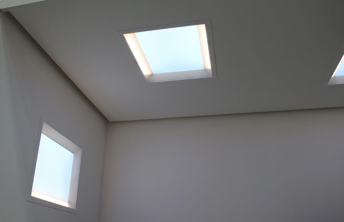 窓の代わりになる 青空を模擬するライティング技術 クリックで拡大