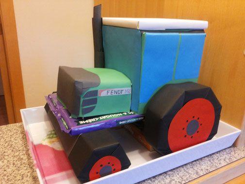 Geschenk Fur Ihn Traktor Aus Sussigkeiten Sussigkeiten Basteln Basteln Kreative Geschenke