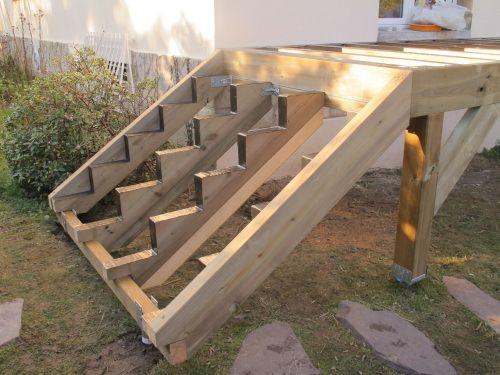 Terrasse sur pilotis avec vis de fondation sans mettre de for Plan escalier exterieur bois