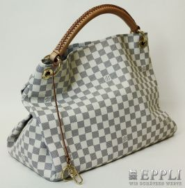 "LOUIS VUITTON Model ""ARTSY MM"" luxurious handbag. In Damier Azur canvas, with leather grip, D-ring, Abstellsfüße, Bag charms, six buttons interior patch pockets, original invoice enclosed / purchase 2012, current NP? 1250-VERY SEXY MODEL! Starting Bid: € 660.00"